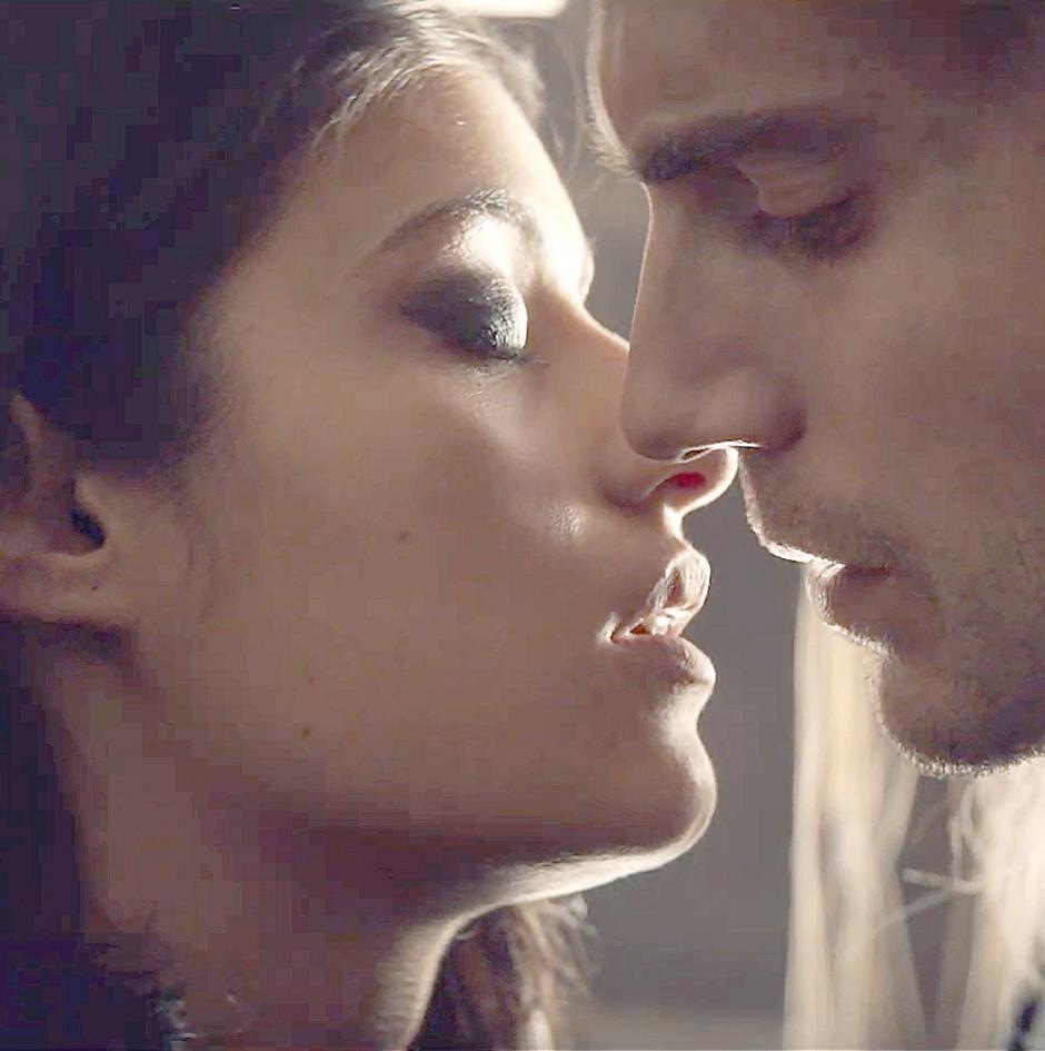 В сериале «Ведьмак» показали сцену любви Геральта и Йеннифэр на видео