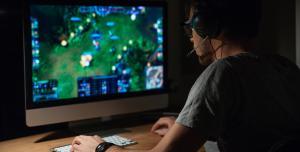 Что лучше дарить любителям компьютерных игр?